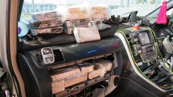 La policía de Hong Kong encuentra un contrabando de celulares iPhone 6s escondido en un coche Foto: Terra