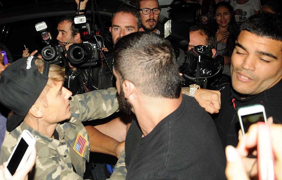 Cantor saiu para badalar com Kendall Jenner logo depois de desembarcar no país. Foto: Grosby Group