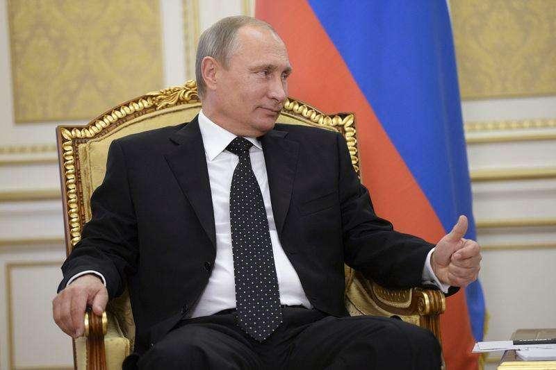 Putin dice que no limitará el acceso a Internet a pesar de los ciberataques. En la imagen el presidente ruso, Vladimir Putin, durante una reunión con Nursultan Nazarbayev en Atyrau, el 30 de septeimbre de 2014. Foto: Aleksey Nikolskyi/Reuters