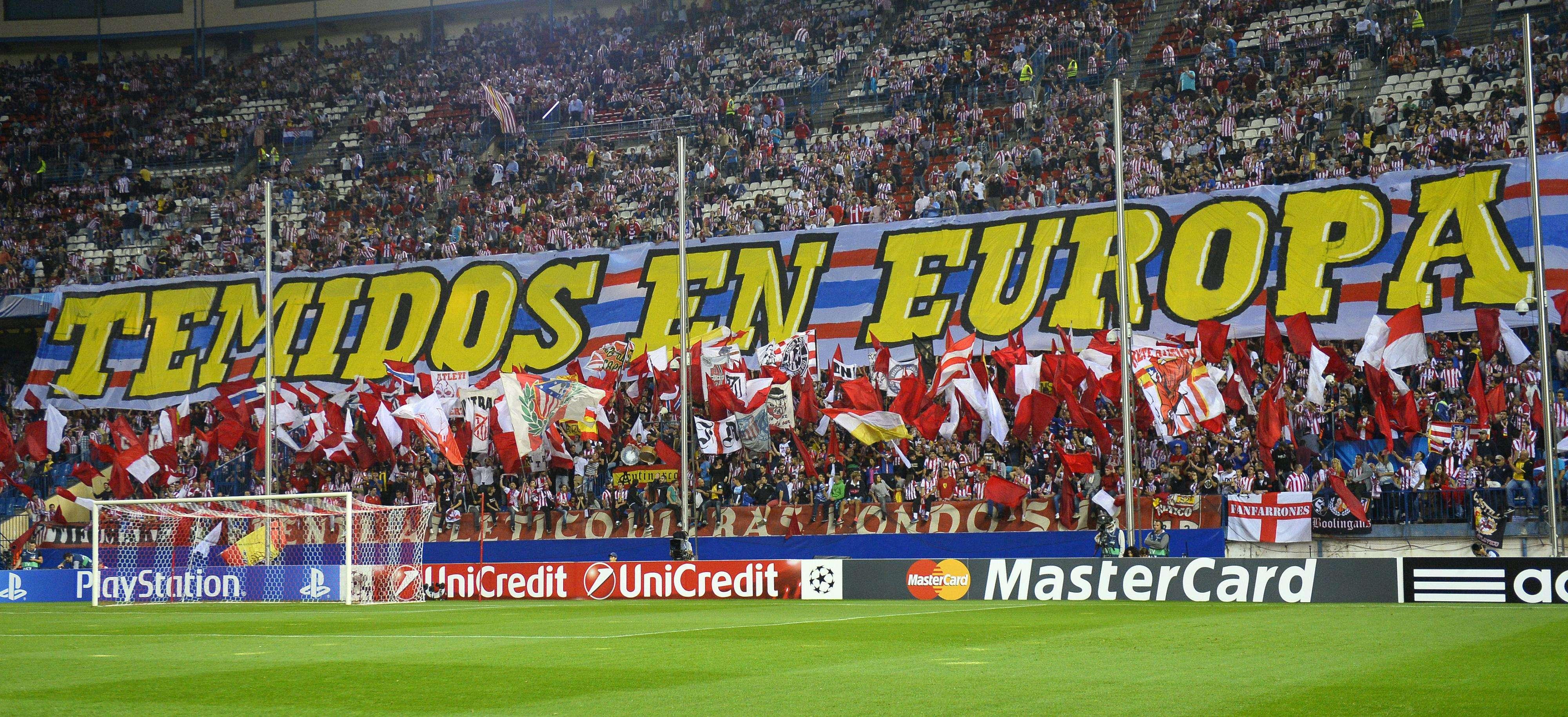 Torcida do Atlético de Madrid faz festa na vitória sobre a Juventus Foto: Gerard Julien/AFP