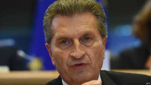 O fato de que recentemente houve um aumento no número de queixas públicas sobre fotos nuas de celebridades que tiraram 'selfies' - eu não consigo acreditar nisso, disse Oettinger Foto: AFP