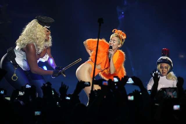 La cantante estadounidense Miley Cyrus se presentó anoche en Chile durante la gira latinoamericana del Bangerz en el Movistar Arena. Foto: Agencia UNO