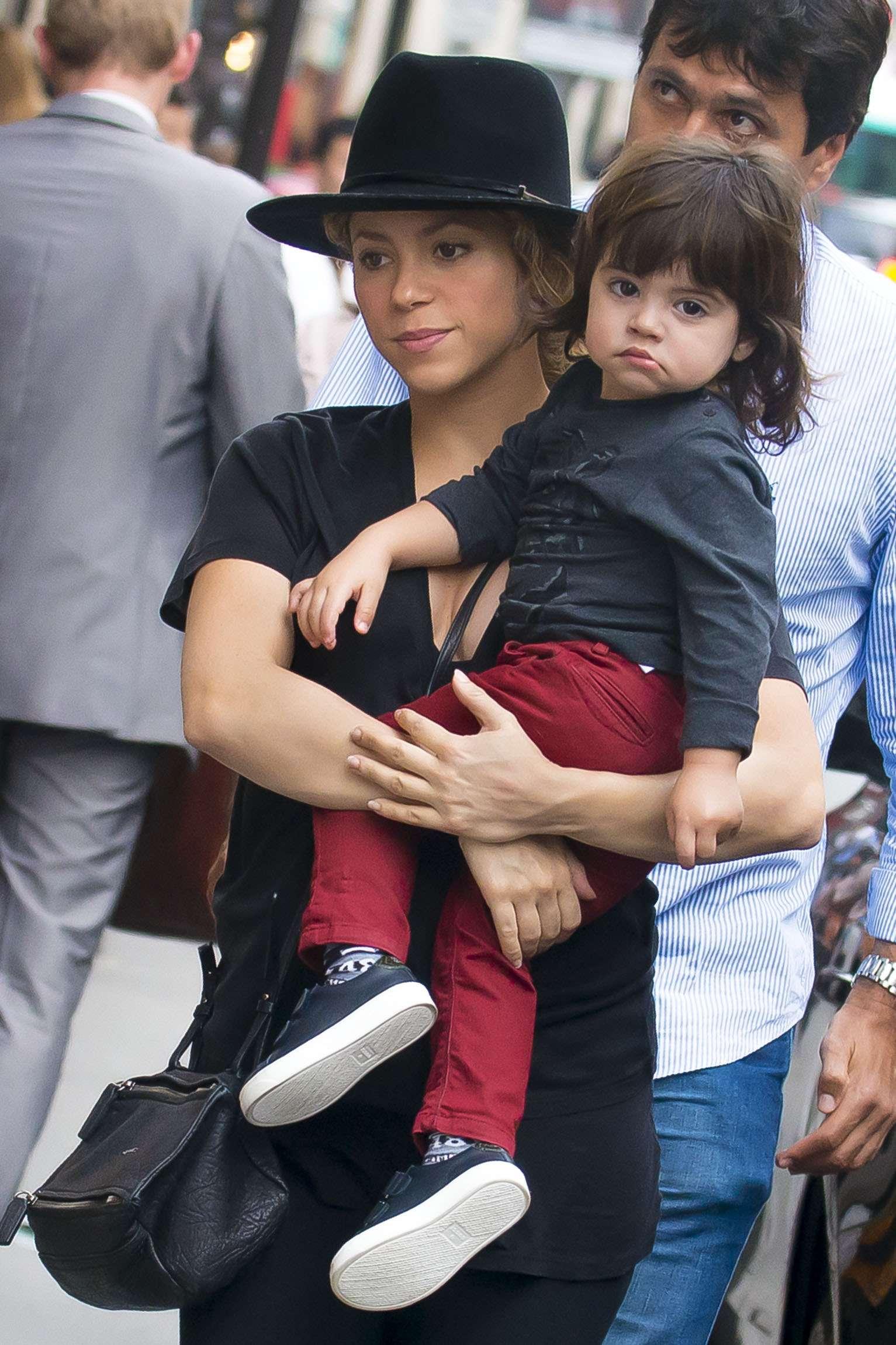Shakira aparece com o filho Milan Foto: The Grosby Group