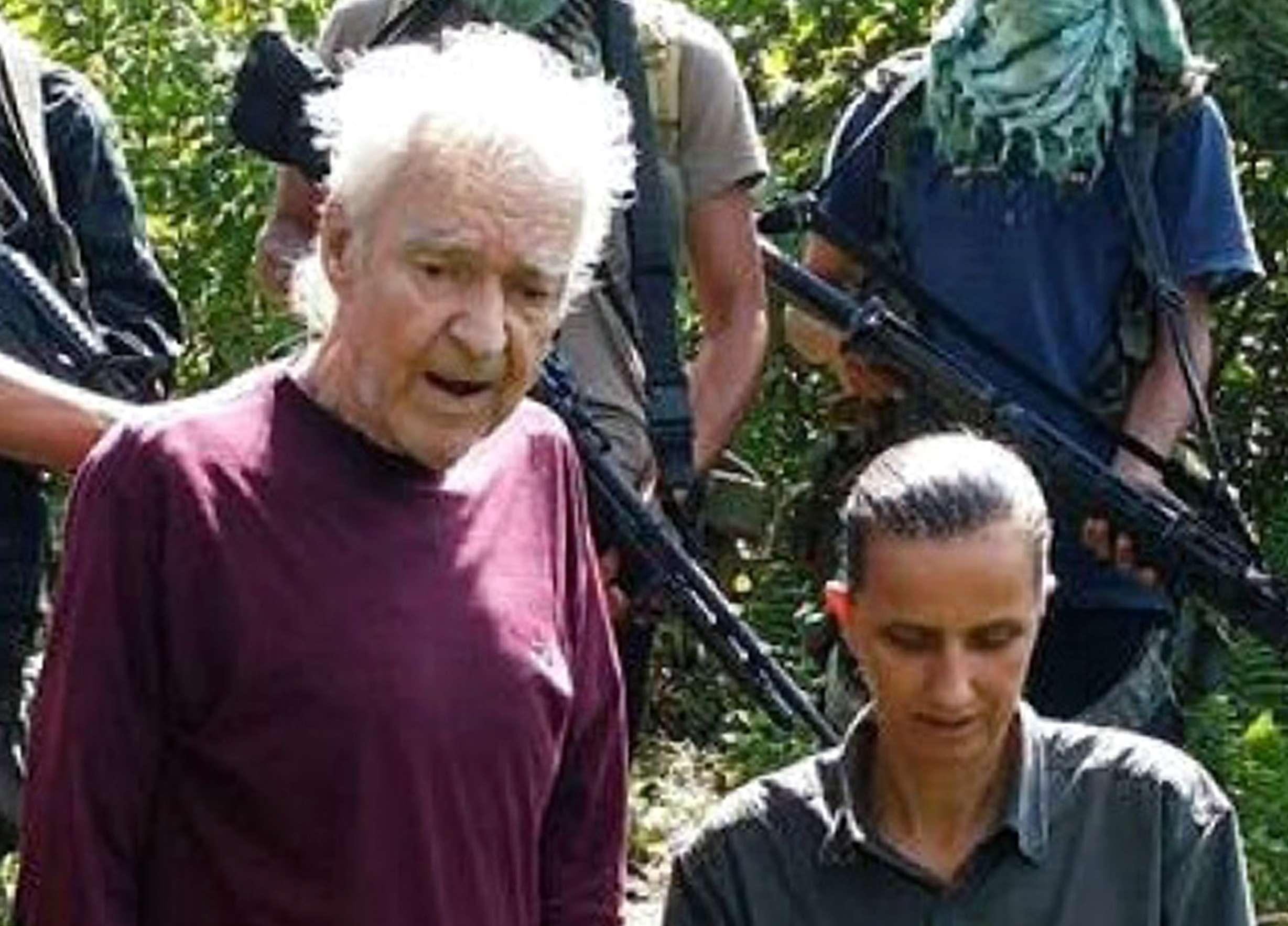 Dois alemães foram feitos reféns nas Filipinas e o grupo islâmico ameaça decapitar um deles no próximo dia 17 Foto: SITE INTELLIGENCE GROUP/AFP