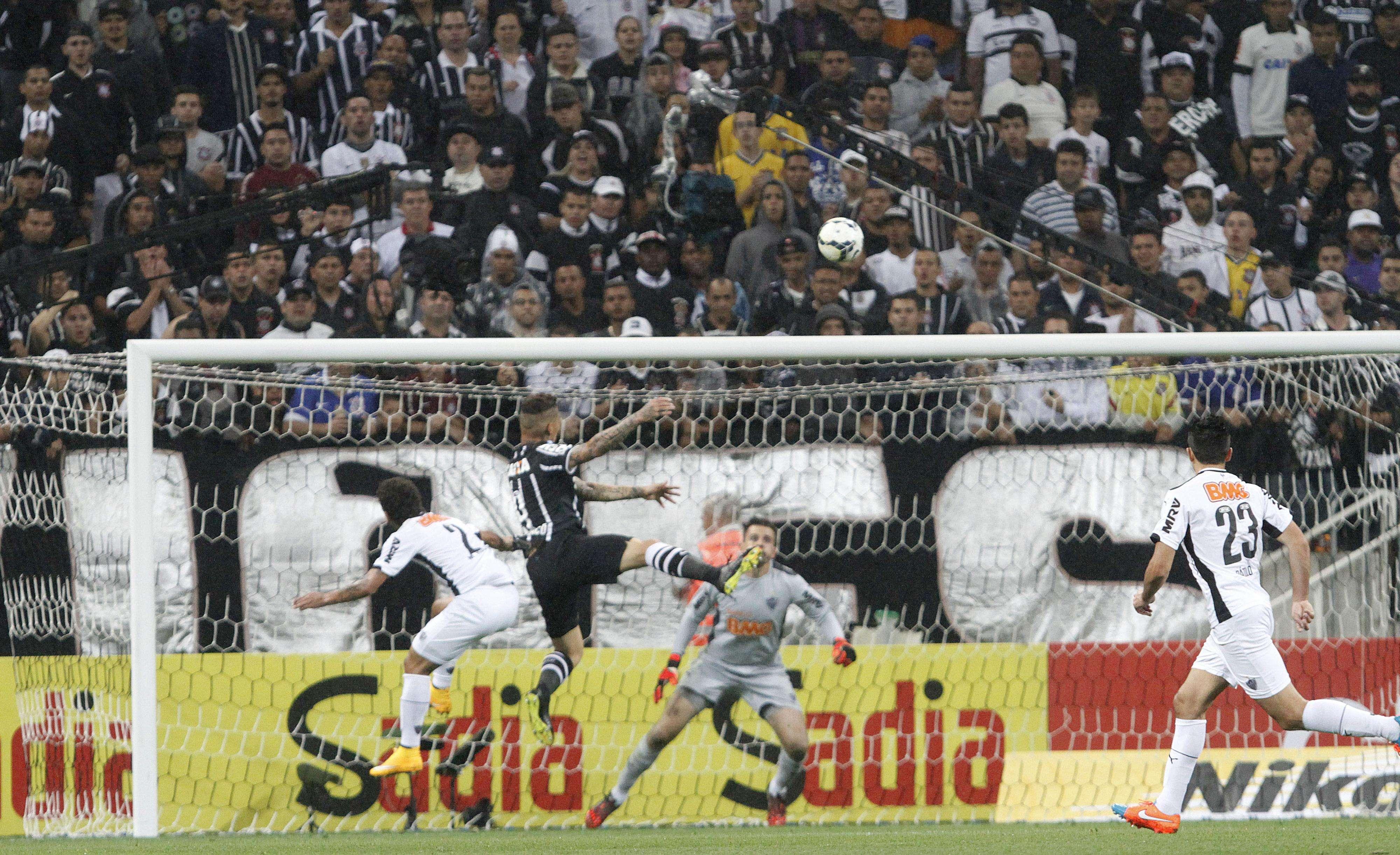Guerrero viu a bola bater em três traves antes de entrar Foto: Reginaldo Castro/Gazeta Press
