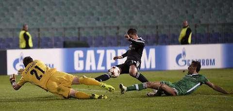Este fue el yerro del mexicano ante el equipo búlgaro. Foto: EFE