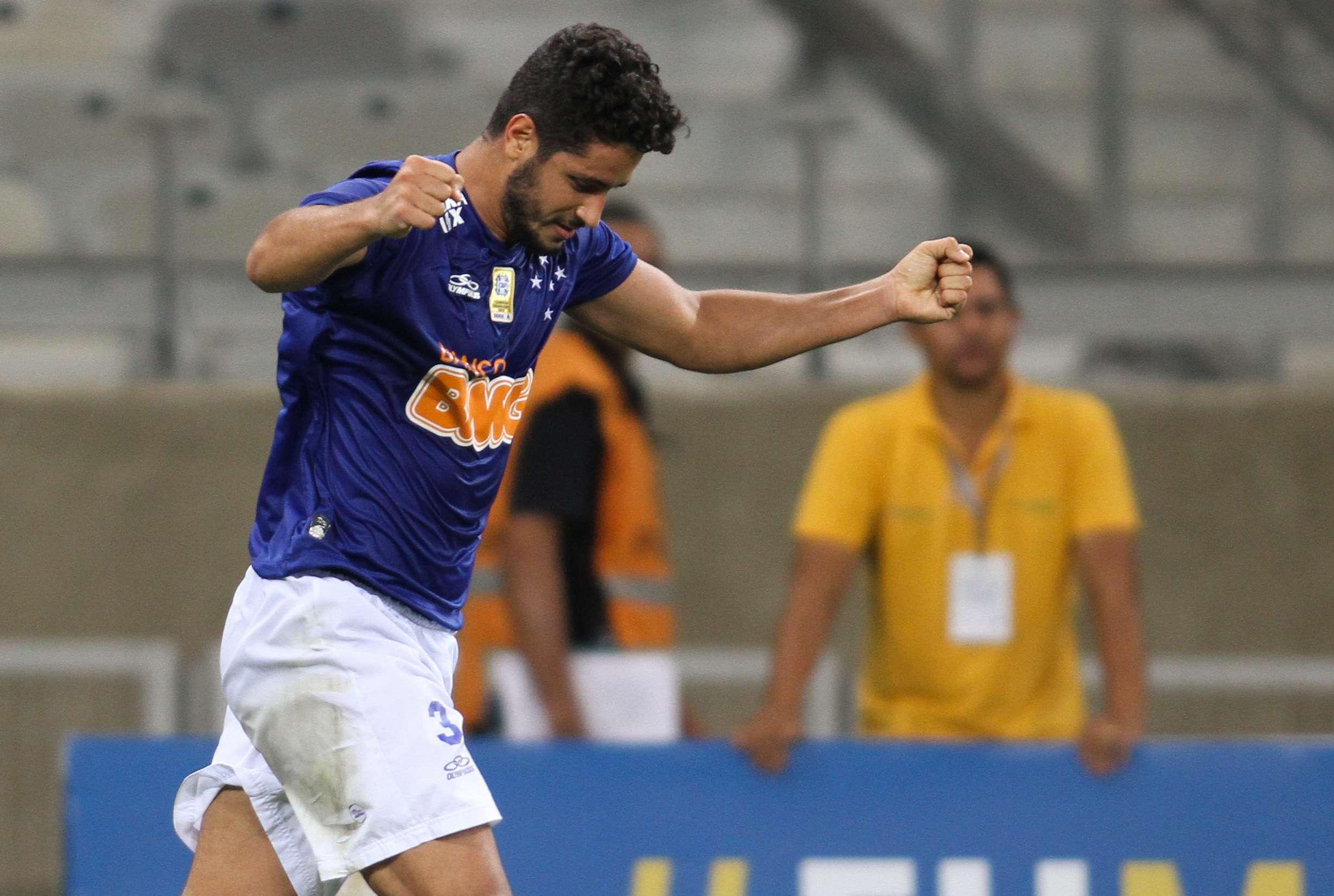 Léo fez único gol da vitória do Cruzeiro Foto: Gil Leonardi/Agência Lance