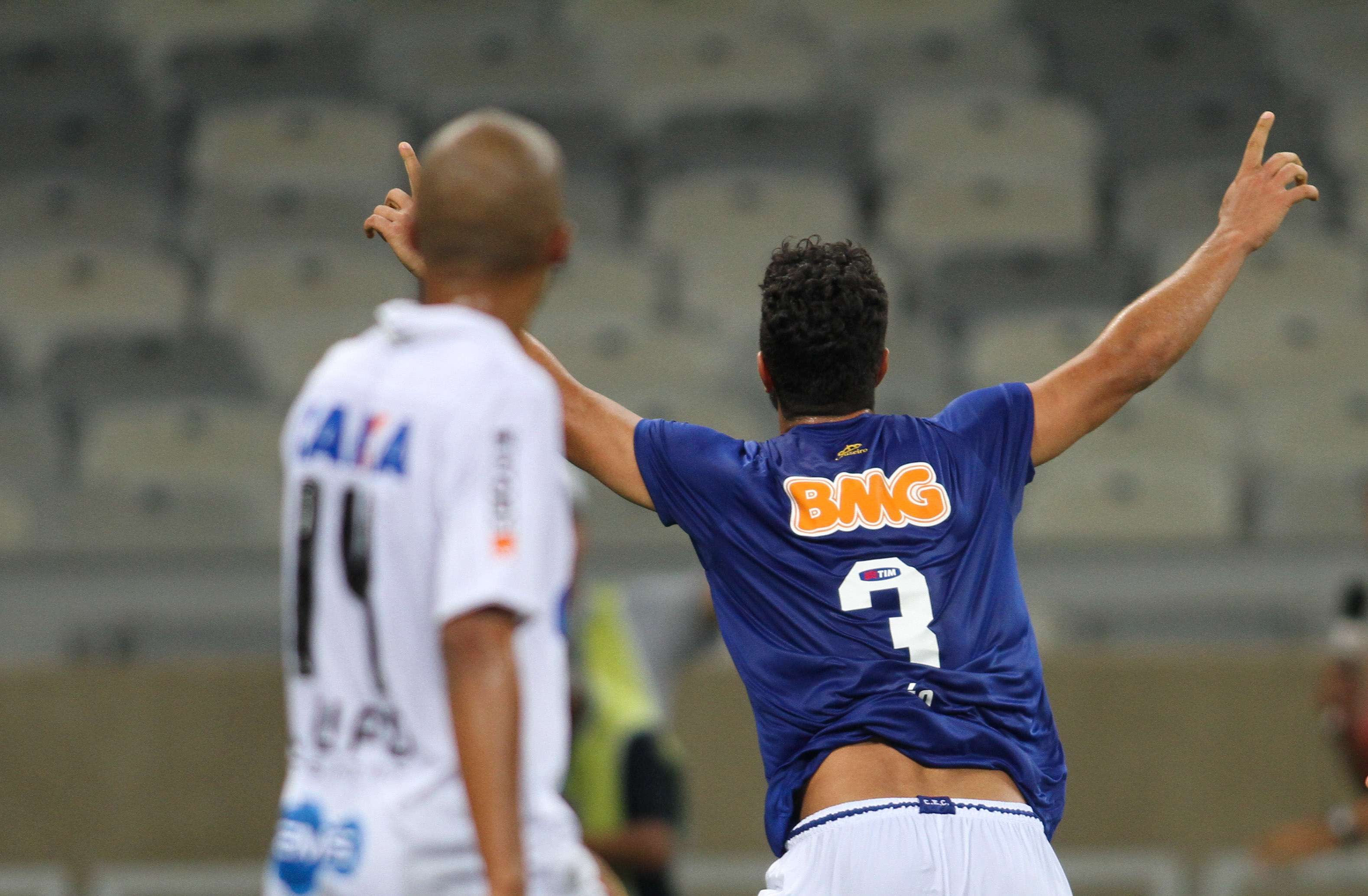 Léo fez o gol da vitória do Cruzeiro Foto: Gil Leonardi/Agência Lance
