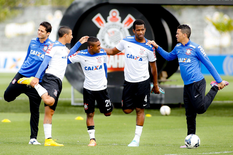 Jogadores do Corinthians se aquecem no CT Joaquim Grava Foto: Rodrigo Coca/Ag. Corinthians