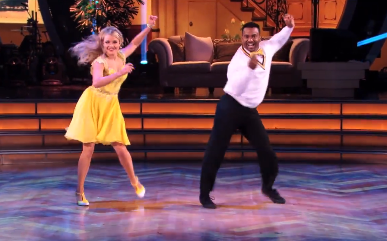 Alfonso Ribeiro hace su tradicional baile de 'Carlton' en Dancing With The Stars Foto: Reproducción