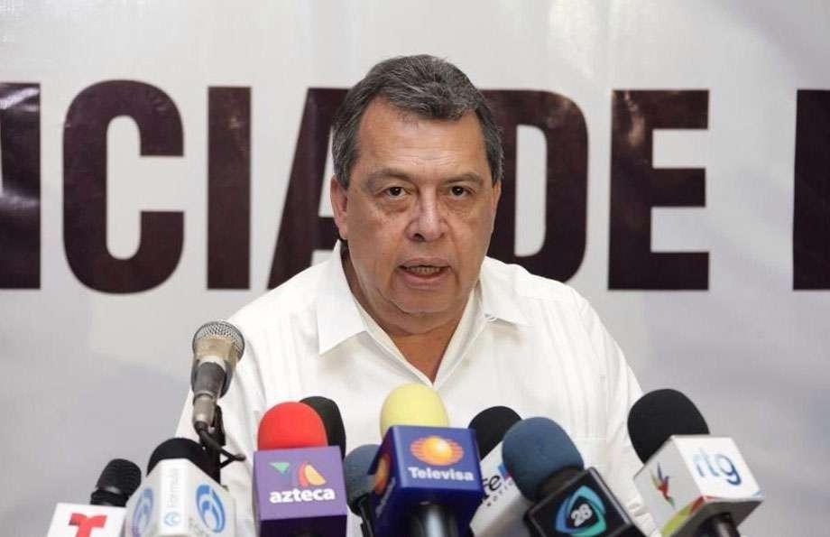 Ángel Aguirre volvió a deslindarse del crimen organizado y desmintió tener familiares en el narco. Foto: Twitter / @AngelAguirreGro