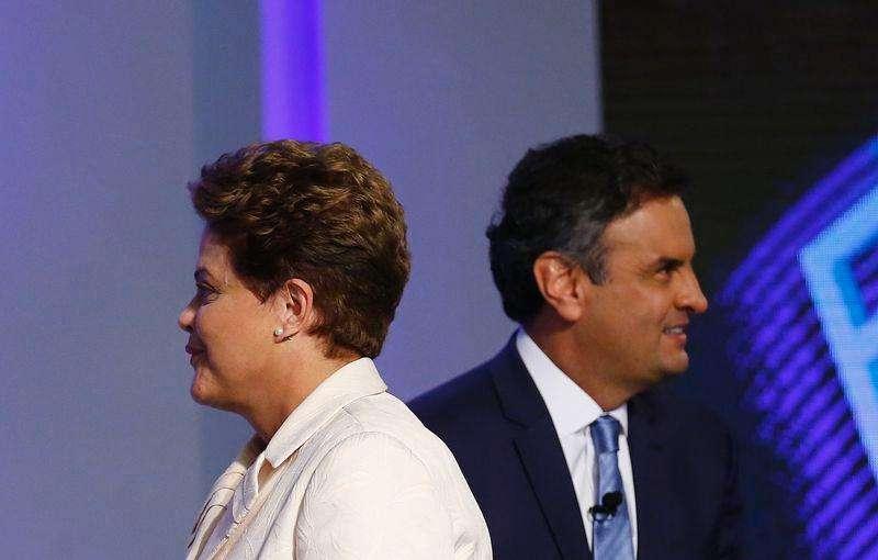 Los candidatos presidenciales de Brasil, Aécio Neves (a la derecha) del Partido de la Social Democracia Brasileña (PSDB) y Dilma Rousseff del Partido de los Trabajadores (PT) participan en un debate televisado en Río de Janeiro, 2 de octubre de 2014. El candidato promercado Aécio Neves tiene una leve ventaja de 2 puntos porcentuales sobre la actual presidenta Dilma Rousseff en camino a la segunda vuelta electoral del 26 de octubre en Brasil, mostraron el jueves dos nuevos sondeos. Foto: Ricardo Moraes/Reuters