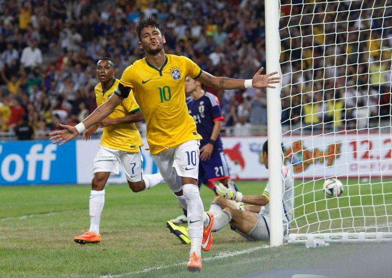 Brazil's Neymar (10) celebrates after his fourth goal against Japan during their friendly soccer match at the national stadium in Singapore October 14, 2014. Foto: Edgar Su/Reuters