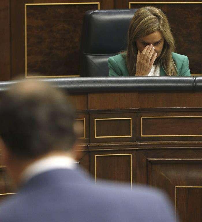 La ministra de Sanidad, Ana Mato, durante una de las intervenciones del presidente del Gobierno, Mariano Rajoy, en la sesión de control al Ejecutivo. Foto: EFE en español