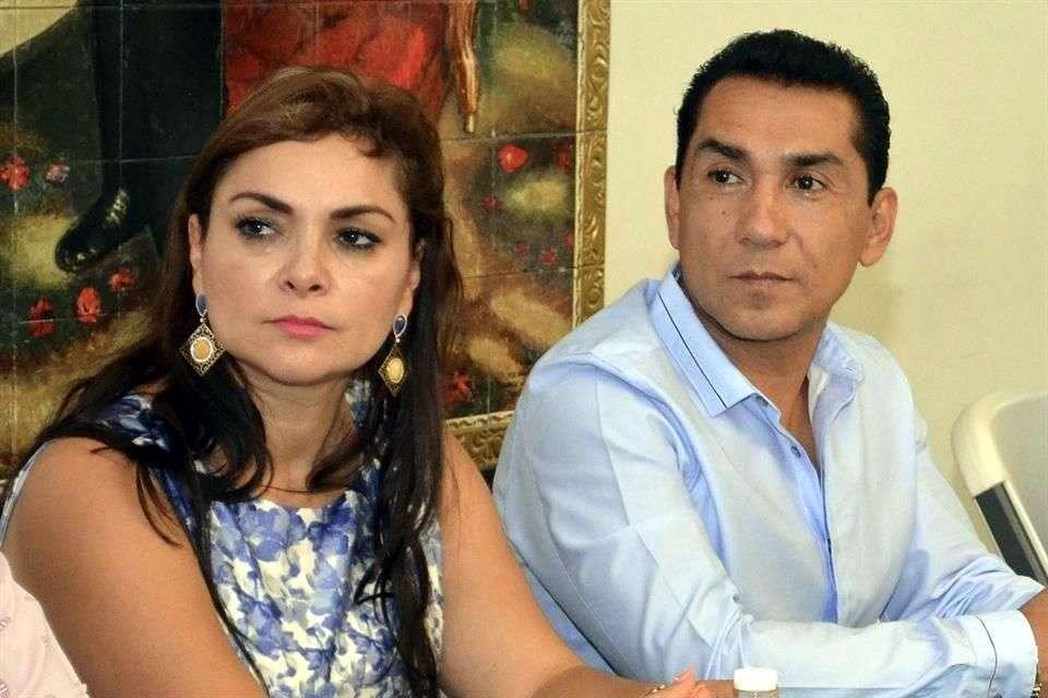 Dirigentes estatales del PRD aseguran que la esposa de José Luis Abarca tenía 5 meses buscando la candidatura para sucederlo en la alcaldía. Foto: AP en español