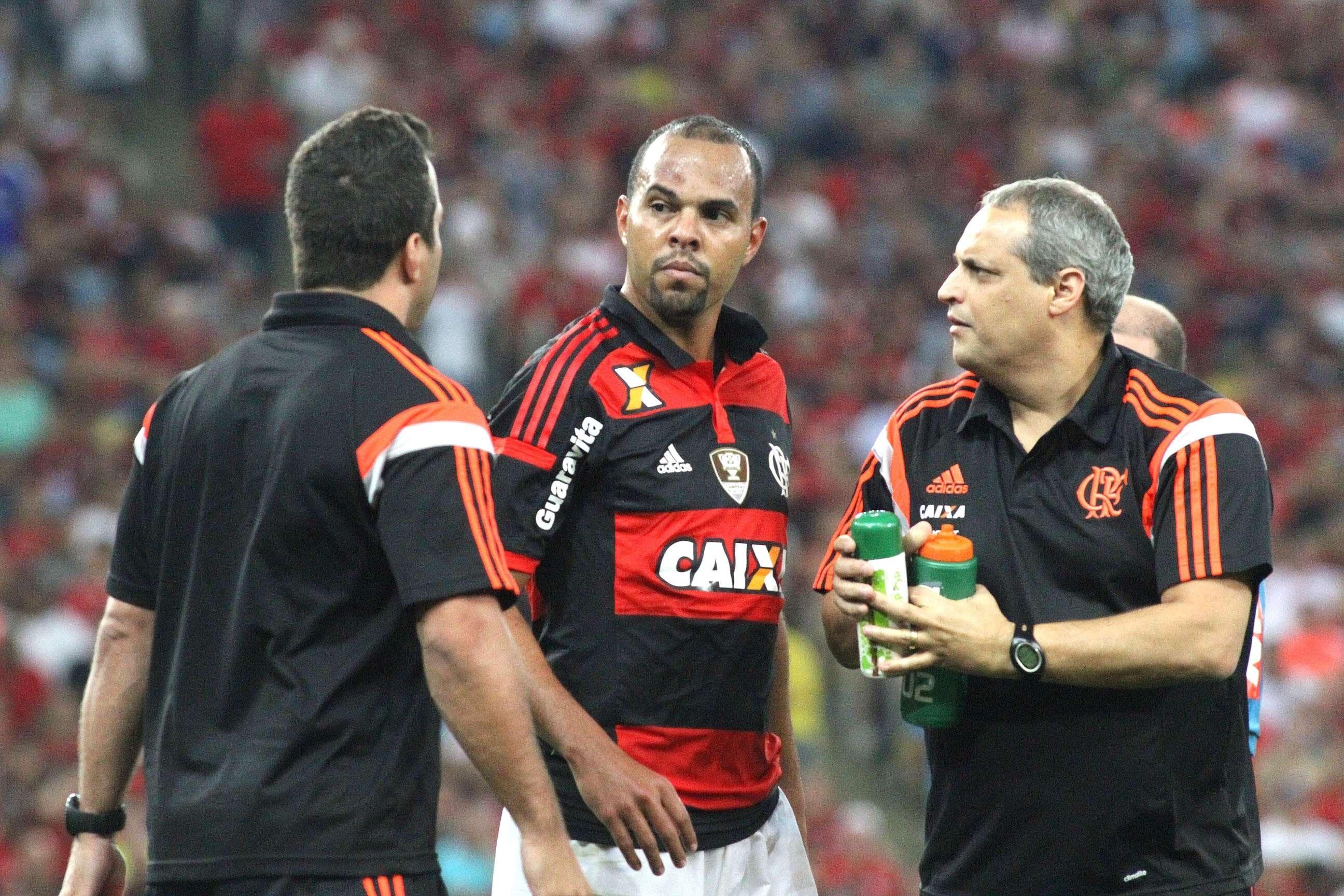 Alecsandro está internado por trauma na cabeça Foto: Gilvan de Souza/Flamengo/Divulgação