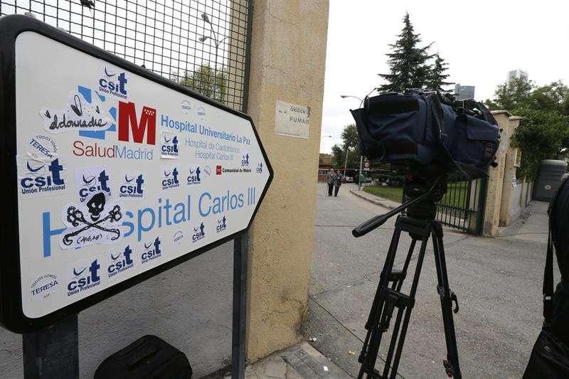Medios de comunicación en la entrada del Hospital Carlos III de Madrid Foto: EFE en español