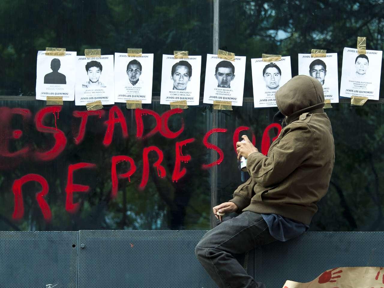 Estudiantes exigen presentación con vida de 43 normalistas Foto: AFP en español
