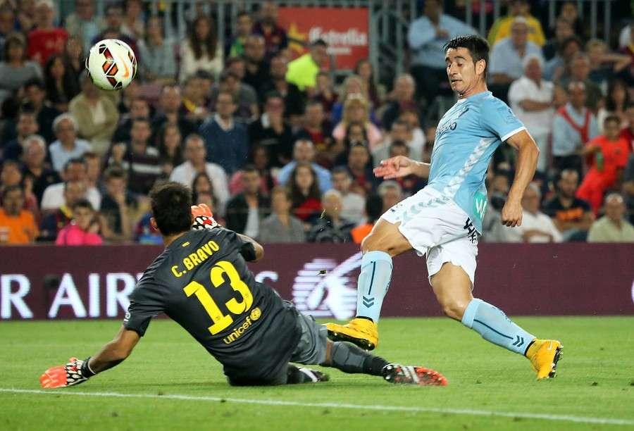 Barcelona ganó 3-0 con goles de Xavi, Neymar y Messi y el portero chileno Claudio Bravo alargó a 720 minutos su imbatibilidad en España, ampliando su récord histórico. Foto: Agencia UNO