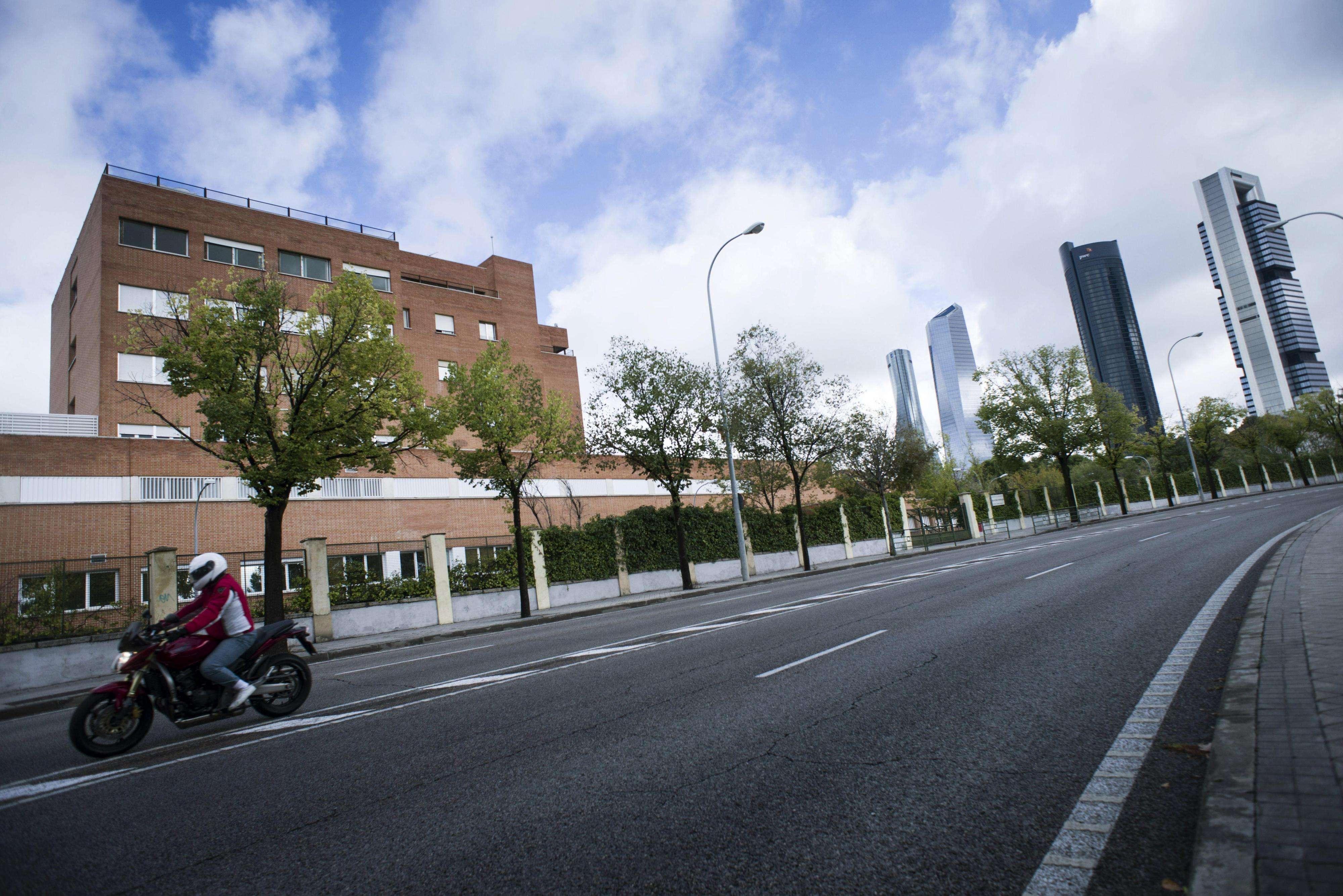 Vista del Hospital Carlos III de Madrid, donde se encuentra ingresada la auxiliar de enfermería Teresa Romero. Foto: EFE en español