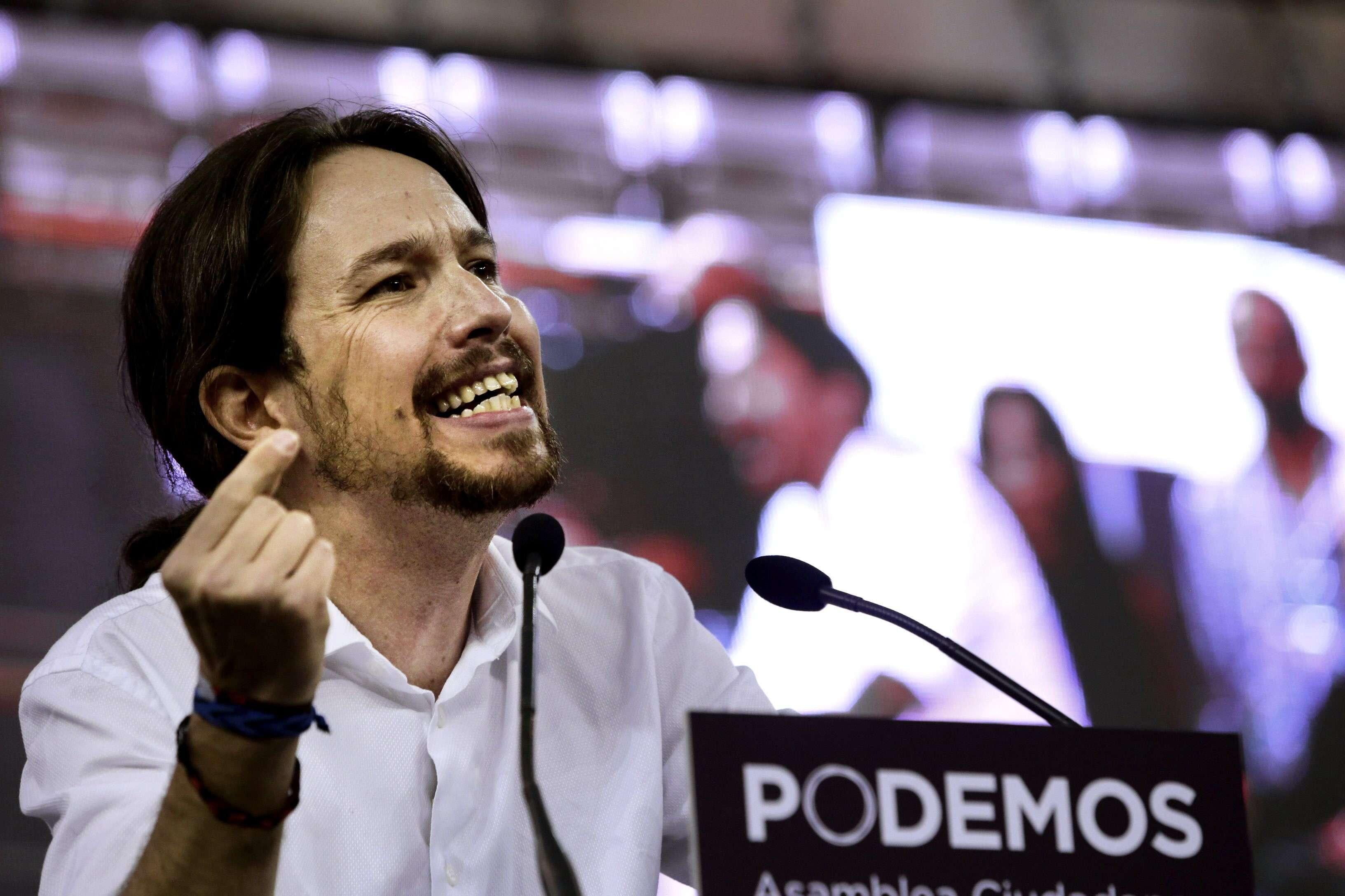 """El líder de Podemos, Pablo Iglesias, interviene en la Asamblea Ciudadana """"Sí Se Puede"""", que durante dos días someterá a examen las propuestas presentadas por los diferentes equipos sobre el modelo de partido que quieren construir, su organización y sus principios éticos y políticos. Foto: EFE en español"""