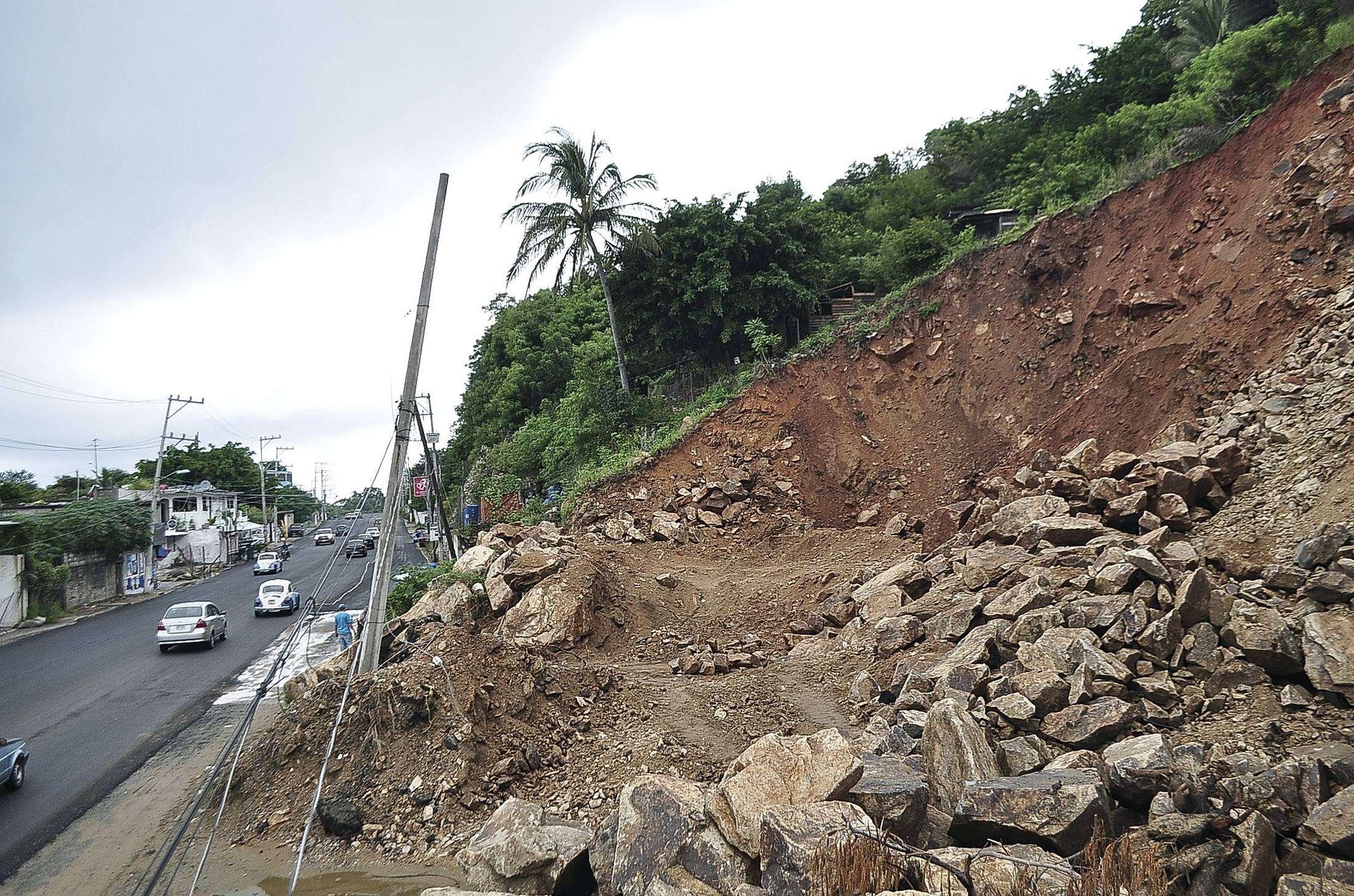 Deslizamento é visto perto da cidade de Acapulco, no México, neste domingo (19) Foto: Reuters