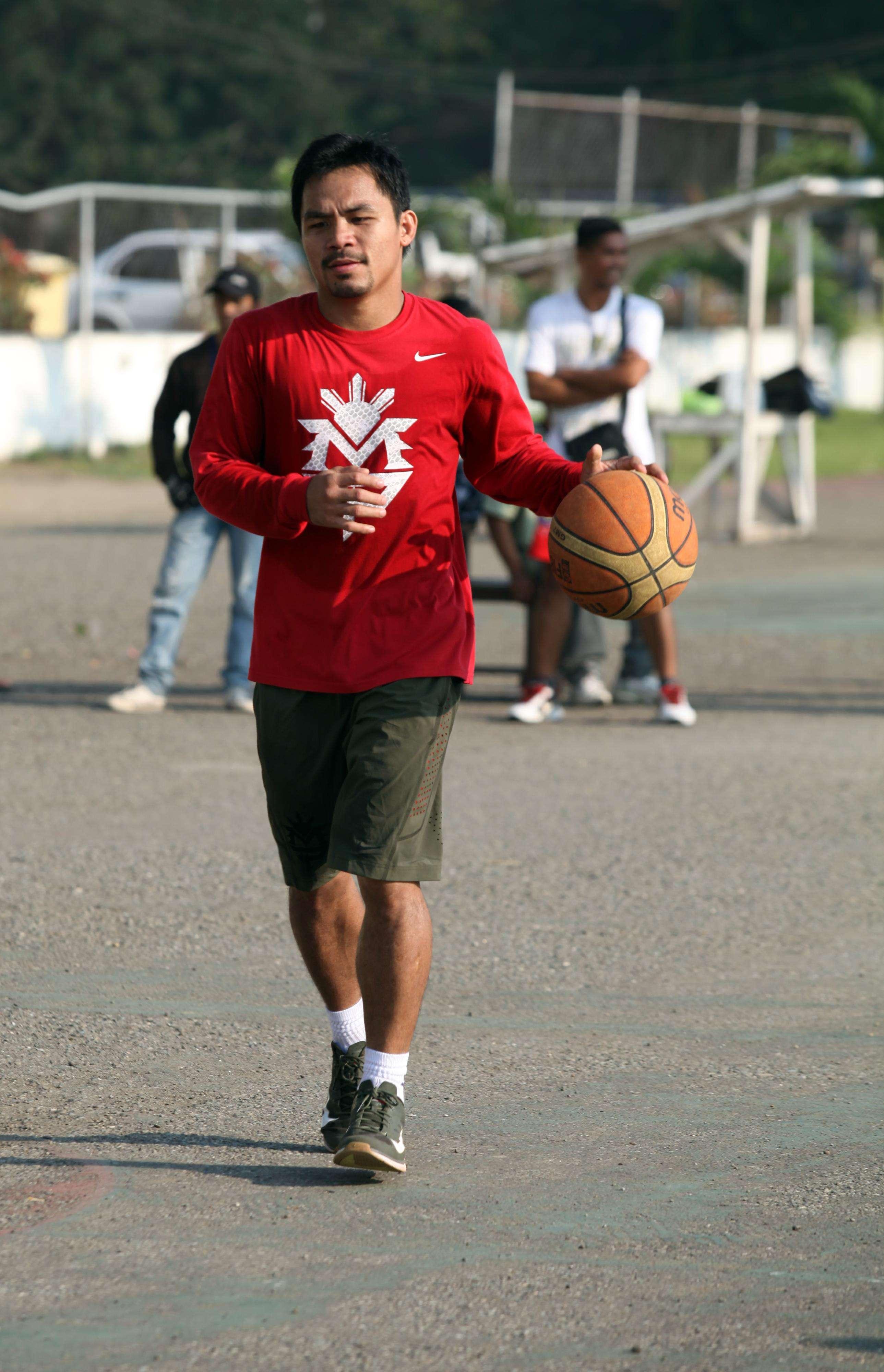 Manny Pacquiao en uno de los entrenamientos previo a su debut en el basquetbol Foto: Gettyimages