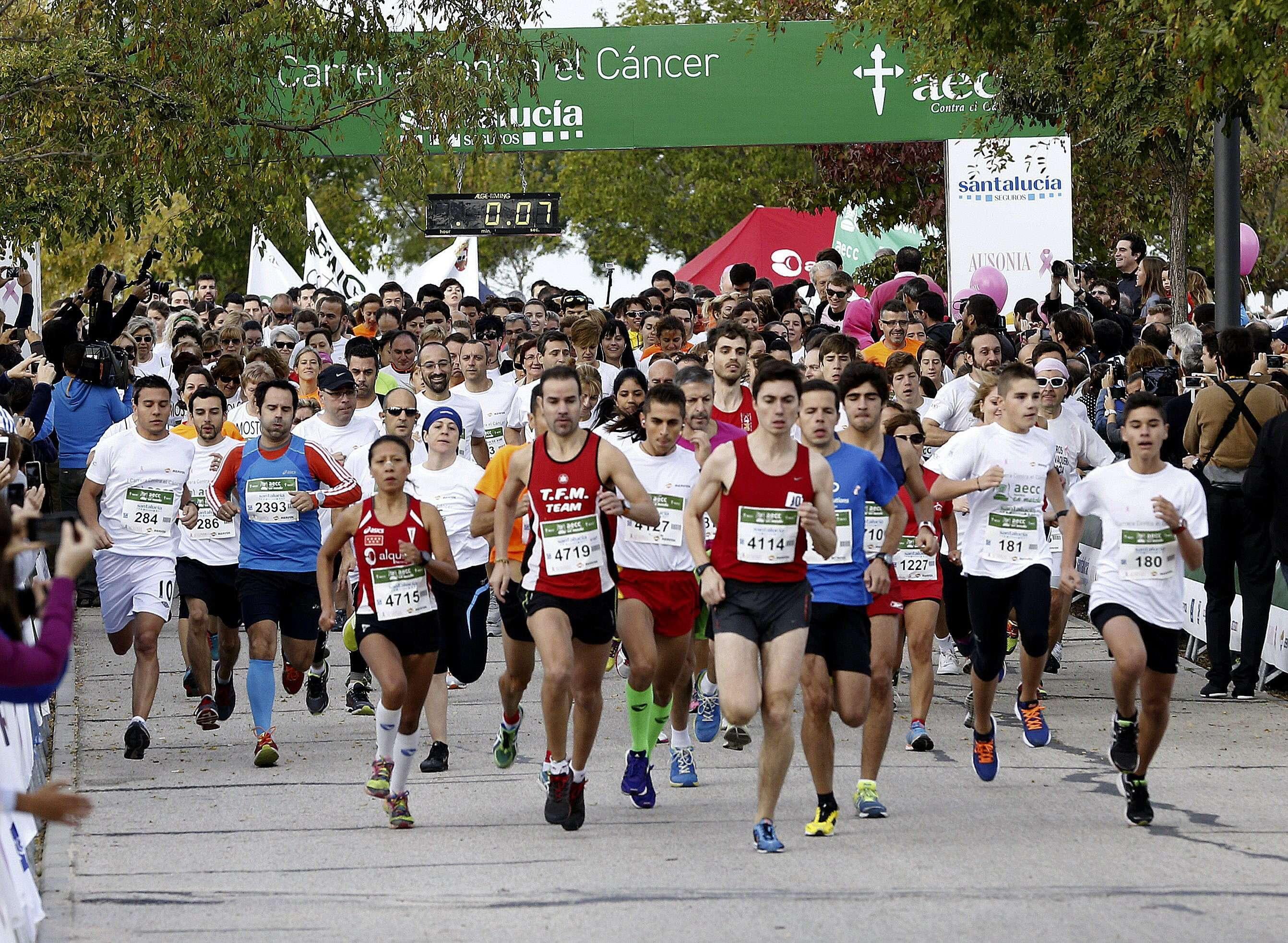 Salida de la Primera edición de la 'Carrera en Marcha contra el Cáncer' que organiza la Asociación Española contra el Cáncer (AECC) con dos circuitos de 4 y 10 kilómetros, hoy en el Parque Juan Carlos I de Madrid. Foto: EFE en español