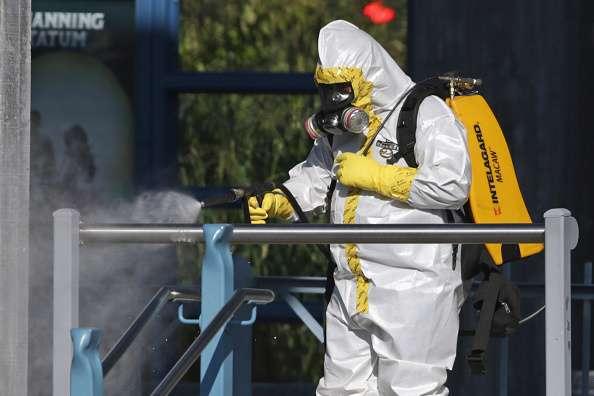 El periodo de incubación del ébola va de entre 2 a 21 días y una persona con el virus no es contagiosa mientras no presente síntomas, como dolor de cabeza, fiebre y vómitos Foto: Getty Images/Archivo