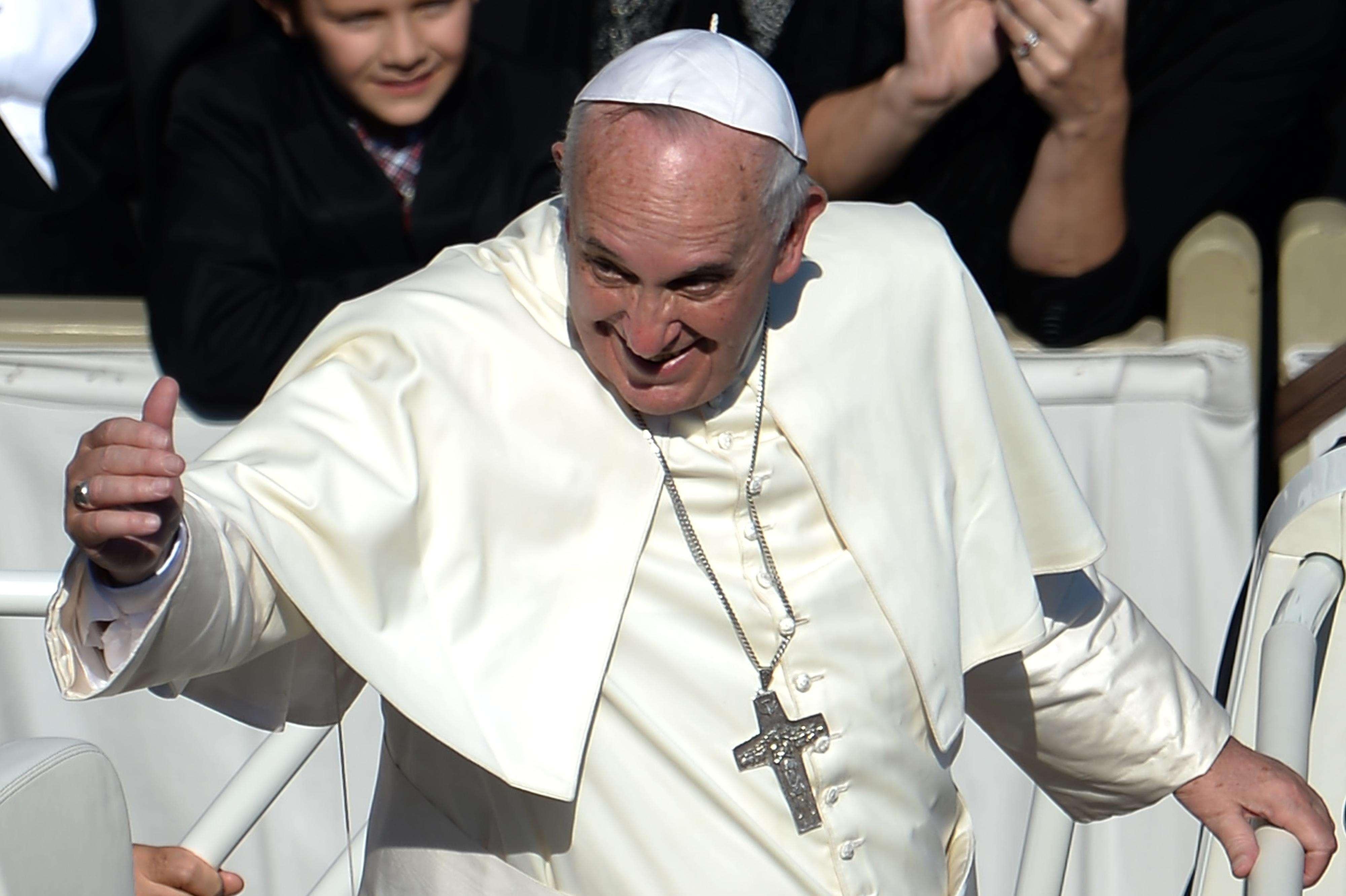El Papa Francisco encabezó el domingo el cierre de un encuentro de Obispos católicos que dejó en evidencia profundas divisiones en torno a asuntos como la homosexualidad y el divorcio, y dijo que la Iglesia no debería temerle a los cambios ni a los nuevos desafíos. Foto: AFP en español