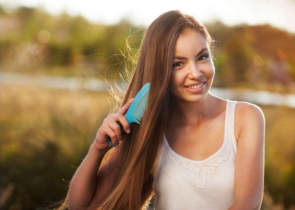 Evite abafar o couro cabeludo usando chapéu ou boina com os fios molhados Foto: Olena Zaskochenko/Shutterstock