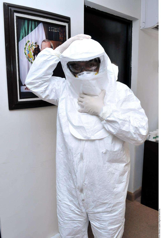 Equipo médico para Ébola Foto: Agencia Reforma