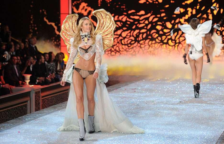 """Top da Victoria's Secret é famosa por sua """"barriga negativa"""". Foto: Reprodução"""