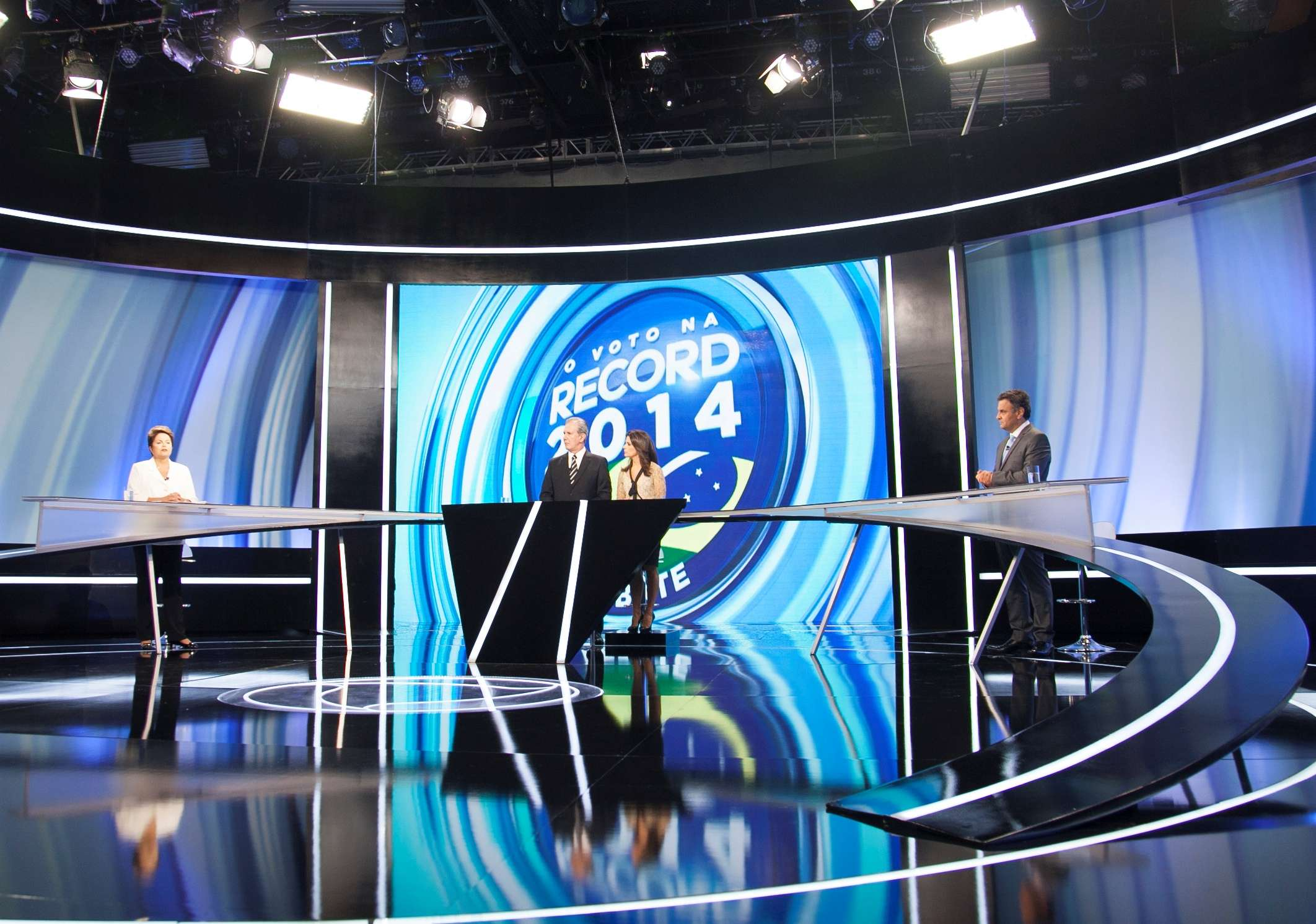 Dilma e Aécio fizeram debate menos agressivo na TV Record Foto: Edu Moraes/TV Record
