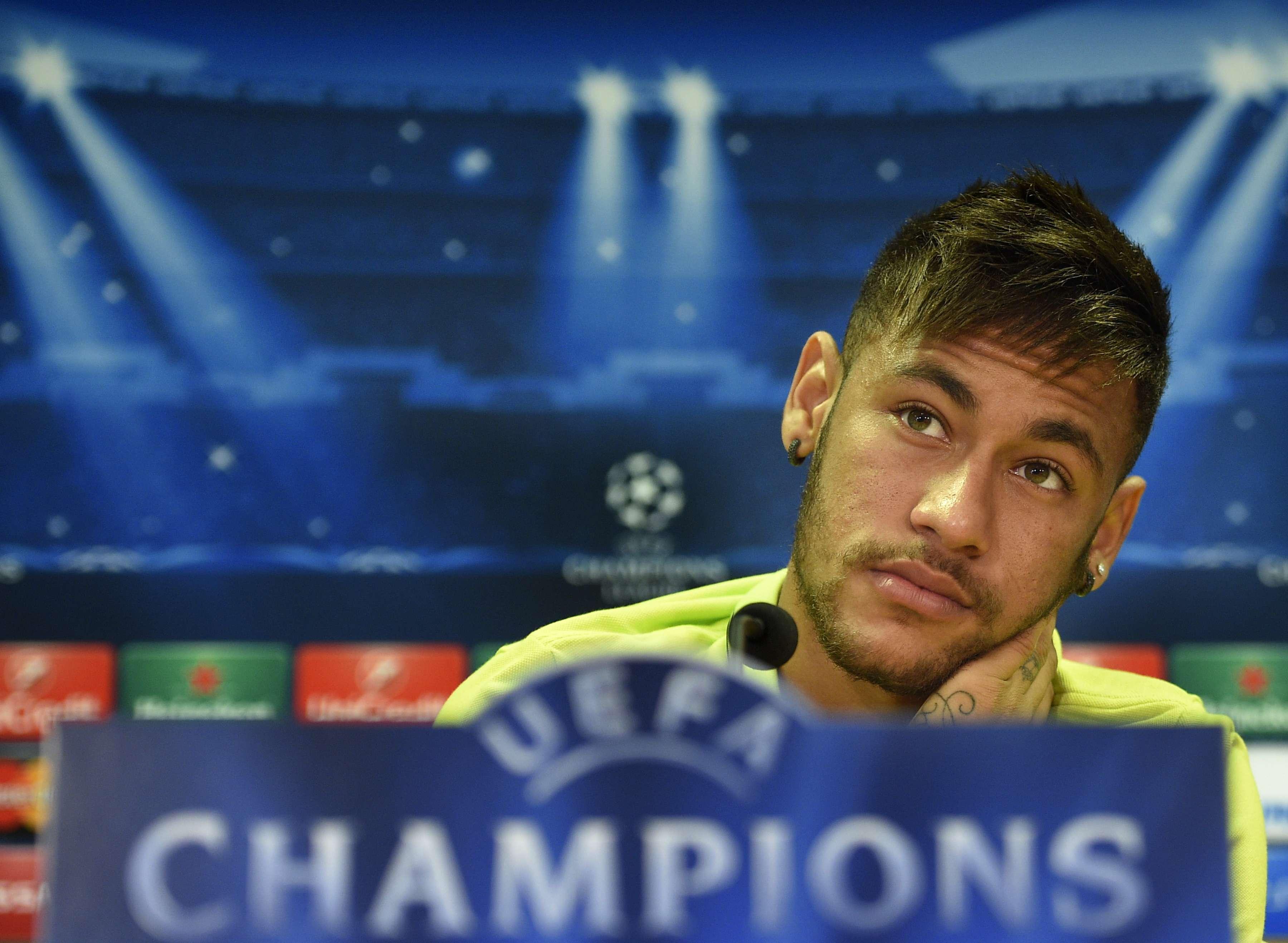 Neymar durante entrevista coletiva Foto: Lluis Gene/AFP