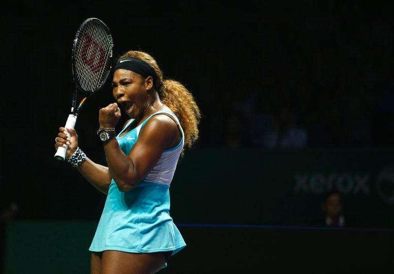 Serena Williams of the U.S. celebrates her victory against Ana Ivanovic of Serbia during their WTA Finals singles tennis match in Singapore October 20, 2014. Foto: Edgar Su/Reuters