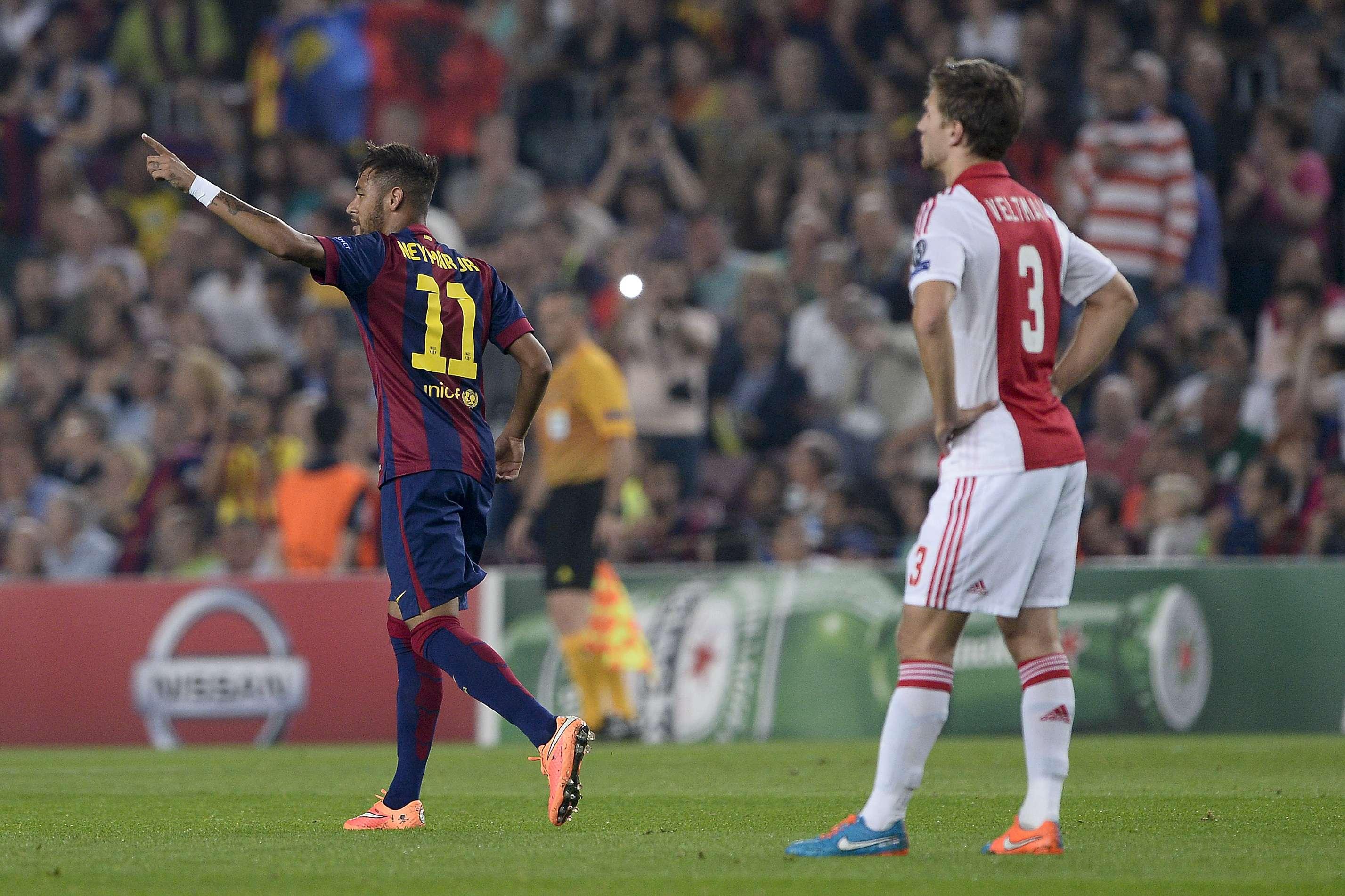 Neymar comemora segundo gol na atual edição da Liga dos Campeões Foto: Josep Lago/AFP