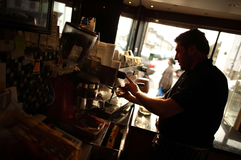 Imagen de archivo de un camarero. Foto: Getty Images