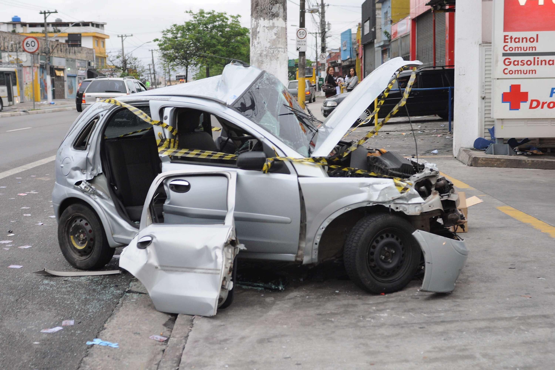 Veículo ficou bastante danificado após o acidente Foto: Mauro Borges /Futura Press