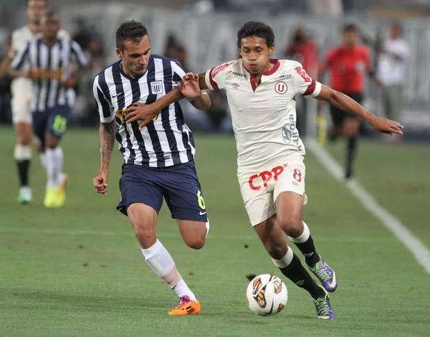 Alianza Lima y Universitario se verán la cara por cuarta vez en el año. Los íntimos ganaron 2 amistoso (1-0 y 2-1), mientras que los cremas se llevaron el del Apertura (1-0). Foto: Miguel Ángel Bustamante/Terra Perú