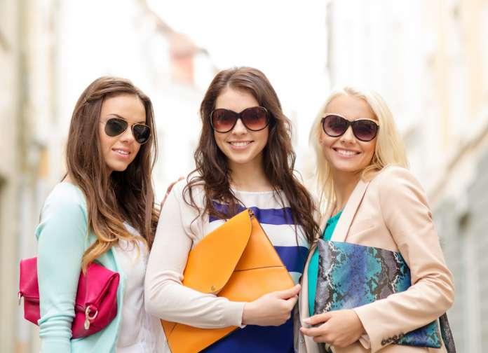 As peças clássicas e fashionistas ajudam a compor looks para o dia e para a noite. Foto: Think Stock