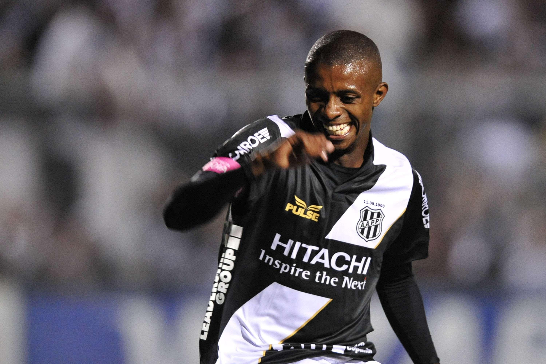 Cafu fez um gol e deu passe para outro Foto: Helio Suenaga/Gazeta Press