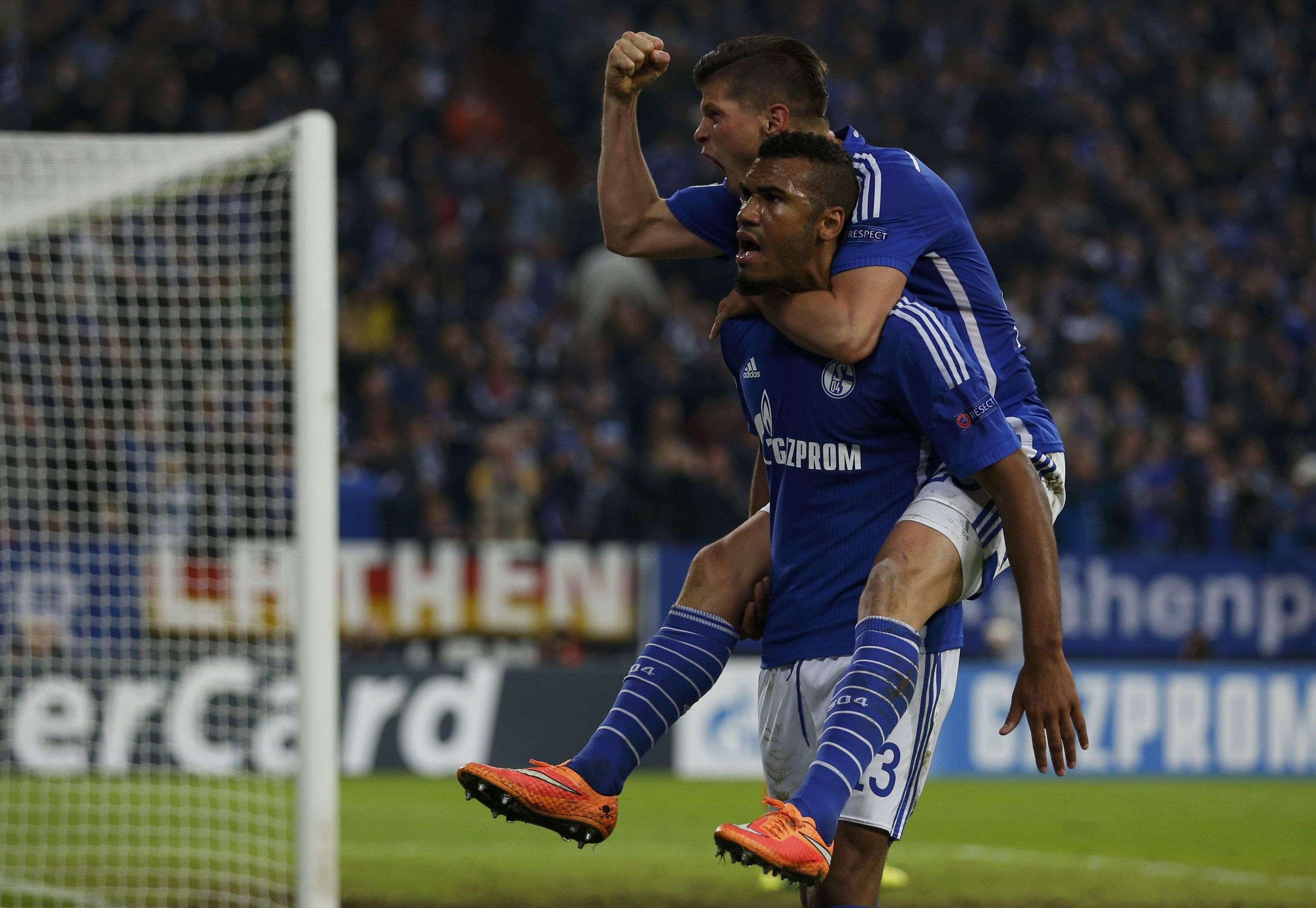 Eric Maxim Choupo-Moting festejó así el gol del triunfo. Foto: Reuters