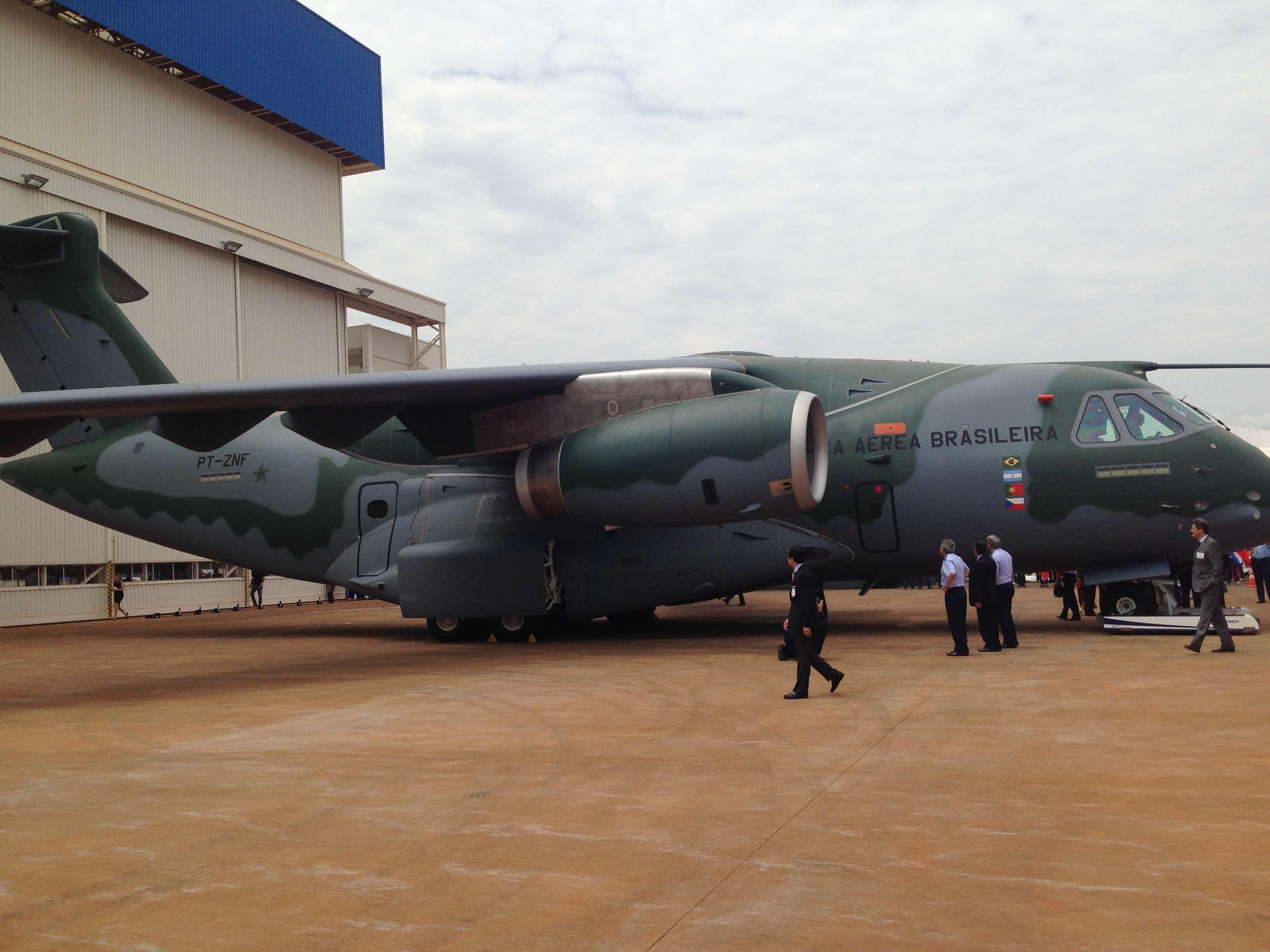 Feito para o transporte militar, o modelo já tem 28 encomendas da Força Aérea Brasileira Foto: Rodrigo Trindade/Terra
