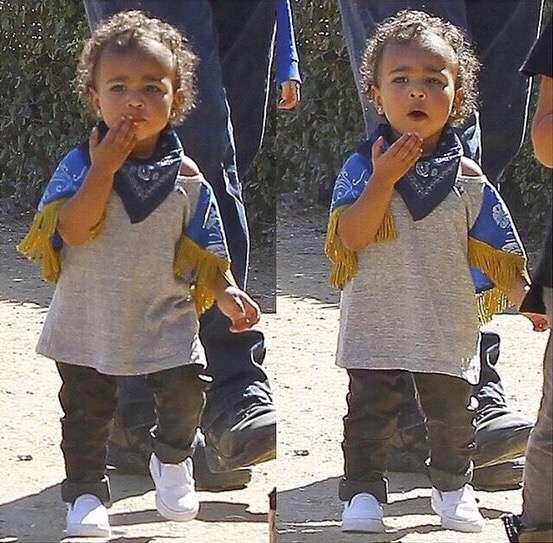 21 de octubre de 2014 - Antes de ser el cumpleaños de Kim Kardashian, la socialité presumió que su hija North es toda una celebridad como ella. La pequeñita fue retratada mandando besos a sus 'fans' mostrando que será igual de famosa que su mamá. Foto: Instagram