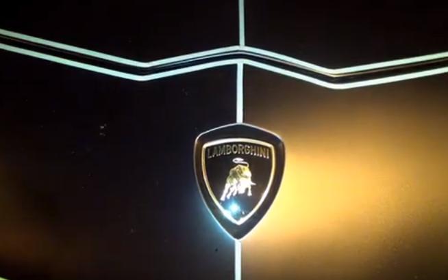 Lamborghini negro que brilla en la oscuridad Foto: Terra