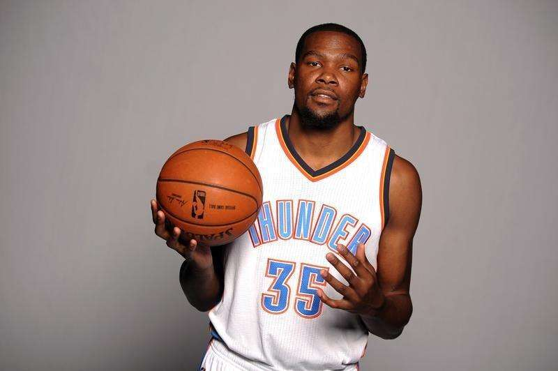 Sep 29, 2014; Oklahoma City, OK, USA; Oklahoma City Thunder forward Kevin Durant (35) poses during media day at Chesapeake Energy Arena. Mandatory Credit: Mark D. Smith-USA TODAY Sports. Foto: Reuters