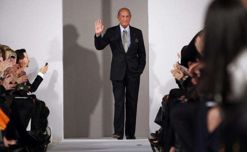Oscar de la Renta is seen during his Fall/Winter 2012 collection show during New York Fashion Week February 14, 2012. Foto: Allison Joyce/Reuters