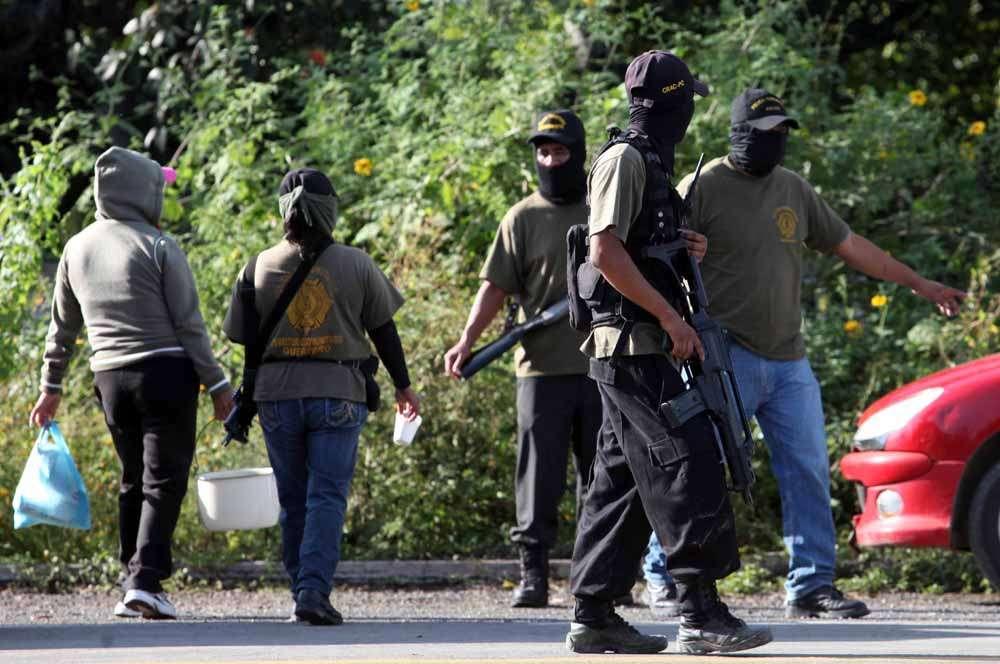 Policía Comunitaria Bloqueo Foto: Terra