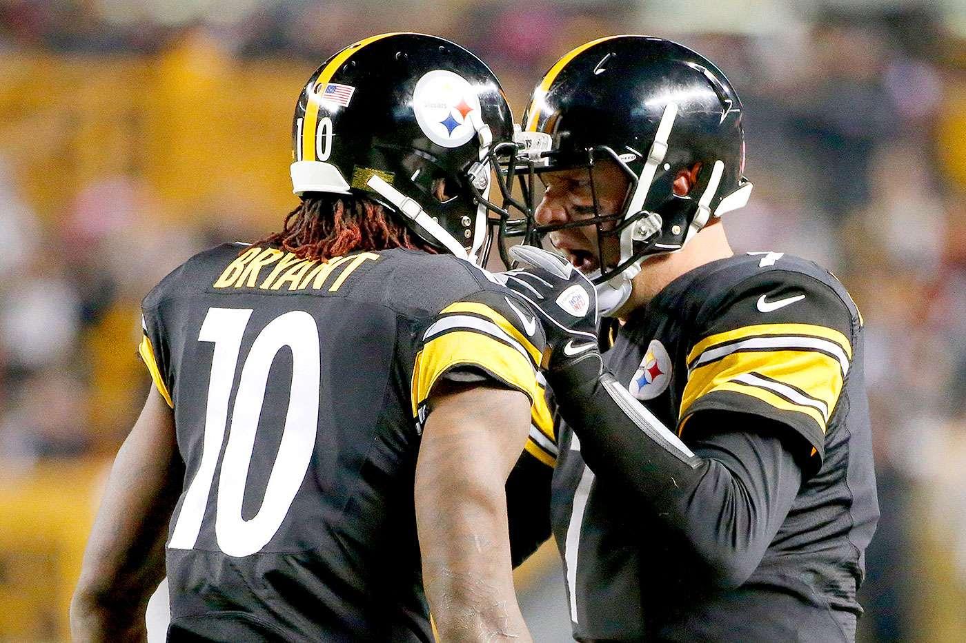 Ben Roethlisberger lanzó dos pases de anotación y el receptor Antonio Brown logró otro touchdown en una jugada de engaño al cierre de la primera mitad, para que los Pittsburgh Steelers vencieran por 30-23 a los Houston Texans. Foto: AP